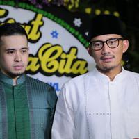 Wakil Gubernur DKI Jakarta, Sandiaga Uno ikut berduka atas wafatnya ayah Olla Ramlan, Muhammad Ramlan yang meninggal dunia pada Senin, 4 Juni 2018. (Adrian Putra/Bintang.com)