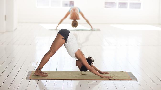 4 Posisi Seks Yoga untuk Mencapai Orgasme Tak Terduga