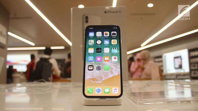 Sebuah iPhone X terbaru dipajang di gerai  iBox, Central Park, Jakarta, Jumat (22/12). iPhone 8, iPhone 8 Plus, dan iPhone X dijual dengan harga 15 hingga 20 juta rupiah tergantung kapasitas memori. (Liputan6.com/Angga Yuniar)#source%3Dgooglier%2Ecom#https%3A%2F%2Fgooglier%2Ecom%2Fpage%2F%2F10000