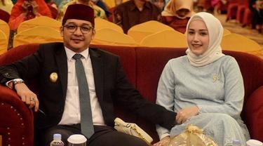 7 Potret Mesra Pasha 'Ungu' dan Istri, Kenang 9 Tahun Pernikahan