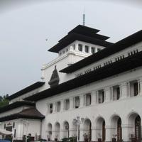 Meskipun hanyalah sebuah isapan jempol belaka, berbagai mitos yang ada di Kota Bandung ini justru menarik untuk disimak.