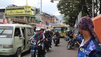 Pemudik masih memadati ruas jalan di Garut, Jawa Barat. (Liputan6.com/Jayadi Supradin)