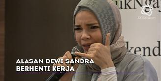 Dewi Sandra berhenti bekerja di bulan Ramadan 1438 H.