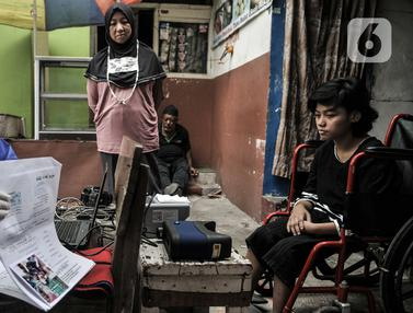 FOTO: Pandemi, Disdukcapil Jemput Bola Rekam E-KTP Penyandang Disabilitas