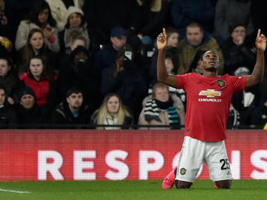 Pemain Manchester United Odion Ighalo melakukan selebrasi usai mencetak gol ke gawang Derby County pada pertandingan putaran kelima Piala FA di Pride Park, Derby, Inggris, Kamis (5/3/2020). Manchester United menang dengan skor 3-0. (AP Photo/Rui Vieira)