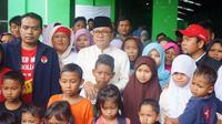 Ketua MPR Zulkifli Hasan saat mengunjungi korban penggusuran. (MPR)