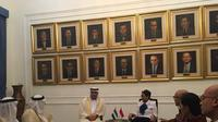 Menlu Retno Marsudi menerima perwakilan Uni Emirat Arab (UEA), Ma'ali Abdurrahman Muhammad Al-Uwais . (Liputan6.com/Teddy Tri Setio Berty)