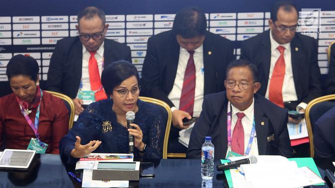 Menteri Keuangan Sri Mulyani bersama sejumlah menteri memberi keterangan pers RAPBN 2019 di Media Center Asian Games, JCC Jakarta, Kamis (16/8). Sumber Daya Manusia (SDM) merupakan perhatian utama pada 2019. (Liputan6.com/Fery Pradolo)
