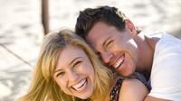 tertawa bareng pasangan setiap hari bisa membantu hubungan lebih bahagia