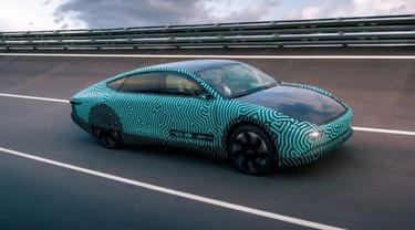 mobil listrik biasa tetapi dengan tenaga surya