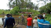 BKSDA Sumbar memasang perangkap evakuasi buaya muara di Kabupaten Agam.