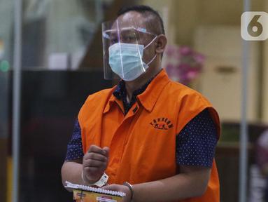 Pejabat Pembuat Komitmen (PPK) di Kementerian Sosial, Matheus Joko Santoso usai menjalani pemeriksaan lanjutan di Gedung KPK, Jakarta, Jumat (19/3/2021). Matheus Joko Santoso sebagai tersangka dugaan korupsi pengadaan bantuan sosial penanganan pandemi COVID-19. (Liputan6.com/Helmi Fithriansyah)