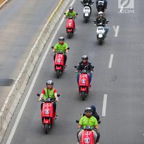 Konvoi sepeda motor listrik jelang jadwal pelaksanaan balap mobil listrik atau Formula E 2020 di kawasan Sudirman, Jakarta, Jumat (20/9/2019). Formula E terkenal sebagai ajang balap mobil listrik di jalanan perkotaan. (Liputan6.com/Fery Pradolo)