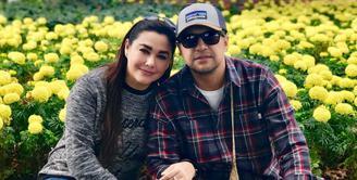 Di usia pernikahan yang sudah menginjak umur 15 tahun, rumah tangga Ari Sihasale dan Nia Zulkarnaen jauh dari kabar yang tak sedap. (Foto: instagram.com/alenia259)