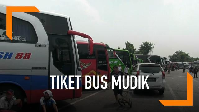 Penumpang bus di Terminal Kalideres mengeluhkan naiknya tiket yang mencapai 100 persen saat musim mudik Lebaran.