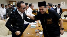 Menteri Ketenagakerjaan Hanif Dhakiri bersama Wakil Ketua DPR Fahri Hamzah mengikuti rapat kerja dengan Tim Pengawas TKI di Kompleks Parlemen, Senayan, Jakarta, Rabu (21/3). (Liputan6.com/JohanTallo)