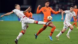 Donyell Malen - Pemain yang berumur 22 tahun ini, tampil impresif ketika membela PSV Eindhoven dengan melesatkan 27 gol dan 10 assist pada musim ini. Tak khayal jika dirinya dipanggil untuk membela Timnas Belanda dalam perhelatan Euro tahun ini. (Foto: AFP/Sergei Gapon)