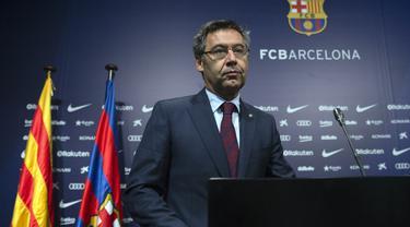 Mantan Presiden Barcelona Josep Maria Bartomeu adalah sosok yang dinilai paling bertanggung jawab atas redupnya reputasi dan prestasi Barcelona. Saat menjabat Presiden Klub, sederet dosa diperbuatnya yang berimbas pada penampilan buruk Bracelona. (AFP/Josep Lago)