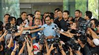 Haris Azhar saat menjawab pertanyaan ke sejumlah awak media di gedung KPK, Jakarta, Selasa (15/7/14) (Liputan6.com/Miftahul Hayat)