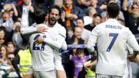 Alvaro Morata merayakan gol bersama rekan-rekannya, Morata membuka keran gol bagi Madrid saat menjamu Espanyol pada lanjutan La Liga di Santiago Bernabeu stadium. Madrid, (18/2/2017). Real Madrid menang 2-0. (EPA/Sergio Barrenechea)