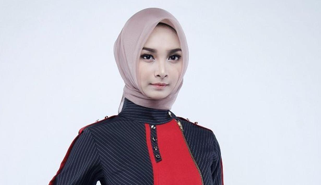 Puteri Indonesia Jawa Timur 2019,  Bella Putri Ekasandra , gadis cantik kelahiran Balikpapan 13 mei 1999. Selain Modeling, Bella memiliki hobi menyanyi dan travelling.(Liputan.com/IG/@bellasandraaaa)