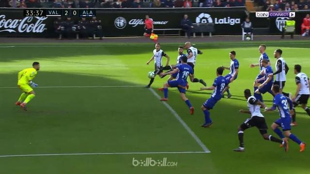 Valencia menggusur Real Madrid dari posisi tiga klasemen Liga Spanyol usai menaklukkan Alaves 3-1 di Mestalla. Rodrigo Moreno memb...