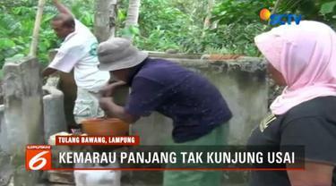 Air kotor tidak layak pakai ini digunakan warga untuk mencuci dan mandi.