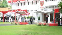 Bupati Banyuwangi Abdullah Azwar Anas usai memimpin upacara peringatan HUT RI ke-75 di halaman Kantor Pemkab Banyuwangi, Senin (17/8/2020).