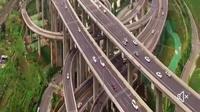 Salah satu jalan raya yang serupa dengan lintasan rollercoaster ini terletak di Tiongkok.