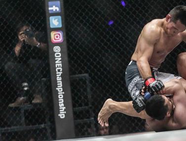 FOTO: Duel Sengit Petarung Indonesia Victorio - Yohan di One Championship