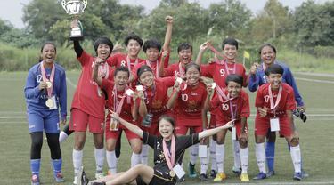 Vasanta FC melakukan selebrasi usai meraih gelar juara Jakarta Equal Festival 2018 di Sawangan, Depok, Minggu (11/3/2018). Vasanta FC menang 2-0 atas Gelora Muda. (Bola.com/M Iqbal Ichsan)