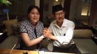 Manajer baru PSS Sleman, Soediyo (kanan) bersama CEO klub, Viola Kurniawati. (Bola.com/Vincentius Atmaja)