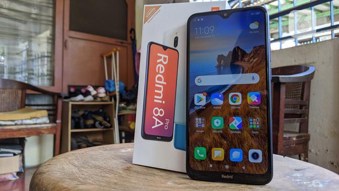 Hands-on Redmi 8A Pro. (Liputan6.com/ Yuslianson)