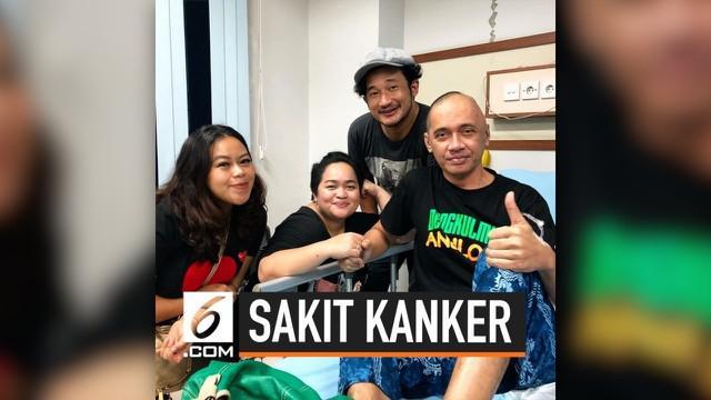 Agung Hercules tengah  menjalani perawatan di RSUD Tangerang. Ia diketahui mengidap penyakit Glioblastoma atau kanker otak stadium 4.