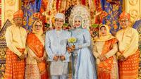 Resepsi Putri Wahyuni dan suami yang menjadi korban Pesawat Srwijaya Air SJ 182. (Liputan6.com/Istimewa)
