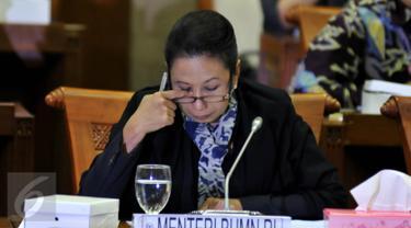 20151006-Menteri BUMN Rini Soemarno di Komisi VI-Jakarta