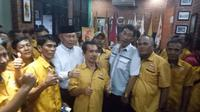 Saidina Ali hadir di kantor DPD Hanura Sumsel setelah batal mendaftarkan diri ke KPU Palembang (Liputan6.com / Nefri Inge)