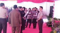 Kepala Kepolisian Republik Indonesia (Kapolri) Jenderal Polisi HM Tito Karnavian menerima penghargaan dari MURI untuk Samsat Apung. Foto: (Hairil Hiar/Liputan6.com)