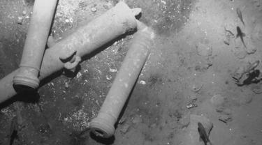 Kementerian Kebudayaan Kolombia menampilkan gambar penemuan sisa harta karun diduga senilai Rp13,8 triliun yang dibawa kapal layar Spanyol yang tenggelam 300 tahun silam di lepas pantai Cartagena, 5 Desember 2015. (REUTERS/Colombian Ministry of Culture)