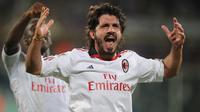 6. Gennaro Gattuso - Musim sebelumnya sempat lama menepi karena cedera membuatnya tampil gila di tahun 2010/2011. Dengan gaya khas ngototnya menjadi lini tengah kian aman. (AFP/Alberto Lingria)