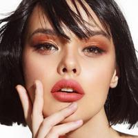 Berikut inspirasi lipstik dengan warna nude yang ringan di bibir. (Foto: Dok. Luxcrime)