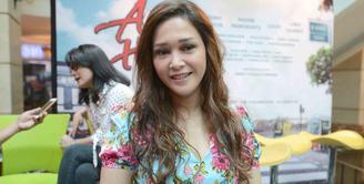 Musisi Maia Estianty sering mendapat tawaran main film. Tidak semua tawaran diambil. Setidaknya, ia bermain dibeberapa film meski hanya sekedar bintang tamu. (Bayu/Kapanlagi.com)