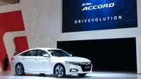 Generasi kesepuluh Honda Accord ini mengusung desain baru, serta dilengkapi mesin 1,5 liter VTEC Turbo dan teknologi keselamatan Honda Sensing. (Dian Tami/Liputan6.com)