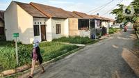 Aktivitas warga di perumahan subsidi Green Citayam City, Ragajaya, Bojong Gede, Kabupaten Bogor, Jawa Barat, Sabtu (13/2/2021). Kredit Pemilikan Rumah atau KPR pada 2021 diharapkan dapat berkontribusi pada perbaikan pertumbuhan ekonomi nasional. (merdeka.com/Iqbal S Nugroho)