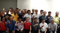 Pengurus Asprov PSSI Jawa Barat, pengurus Persib Bandung, dan perwakilan bobotoh bertemu muka untuk memberikan dukungan kepada Mochamad Iriawan atau Iwan Bule untuk menjadi ketua PSSI. (Bola.com/Erwin Snaz)