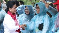 Iriana berpartisipasi dalam aksi tanam lima ribu mangrove.