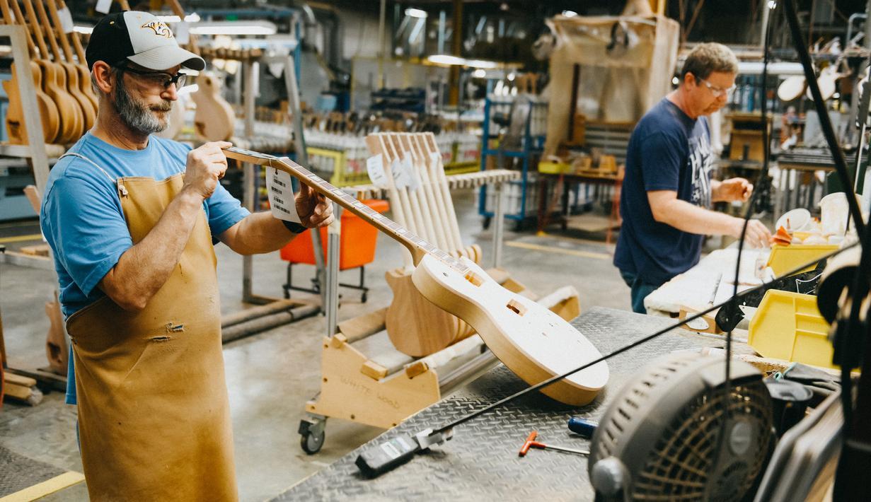 FOTO: Mengintip Pabrik Pembuatan Gitar Gibson di Nashville ...