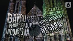 Pemutaran video mapping di Gereja Katedral menampilkan penggalan lagu-lagu semangat nasionalisme, Jakarta, Minggu (27/12/2019). Pemutaran video mapping ini untuk memperingati Hari Sumpah Pemuda ke-91 dan berlangsung hingga 28 Oktober. (Liputan6.com/Helmi Fithriansyah)