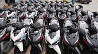Puluhan motor tampak berjajar rapi di pelabuhan Sunda Kelapa, Jumat (9/10/2015.Penjualan sepeda motor di Tanah Air pada September 2015 tercatat mengalami penurunan hingga 10.770 unit, jika dibandingkan bulan sebelumnya. (Liputan6.com/Angga Yuniar)