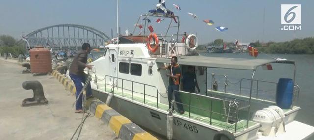 Tim gabungan Basarnas. BPBD. dan Syahbandar Tuban masih mencari 2 ABK KM Barokah yang hilang di laut.